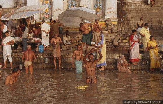 Abluzioni nel Gange